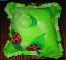 boružės žaliam fone